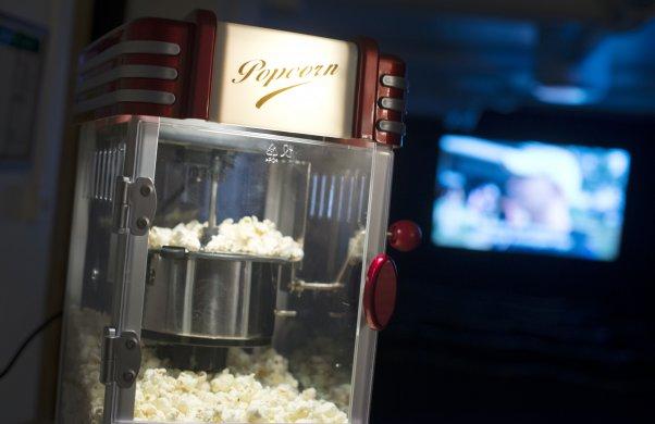 Närbild på popcornmaskin